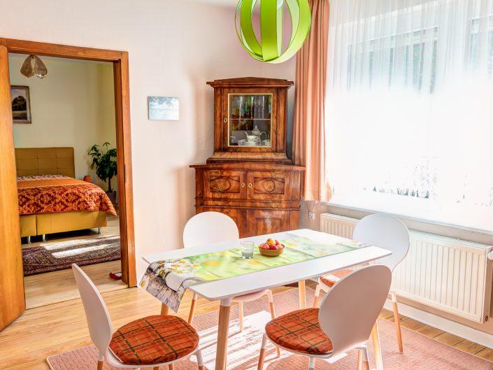 Wohn-/Esszimmer im Gästehaus Sankt Nikolai