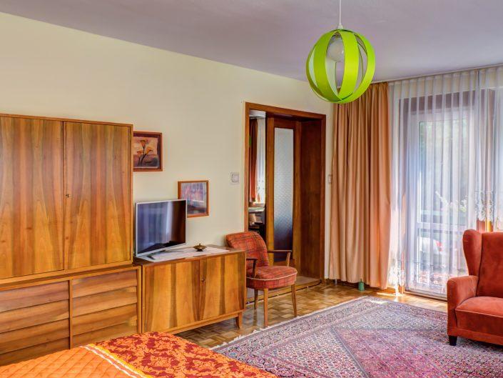 Kombiniertes Wohn- und Schlafzimmer im Gästehaus Sankt Nikolai